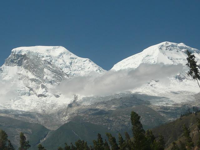 Blick auf den Huascarán-Gipfel in Peru (Ancash-Region)
