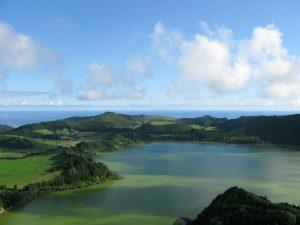 Azoren - Blick über die Insel und Küstenlandschaft