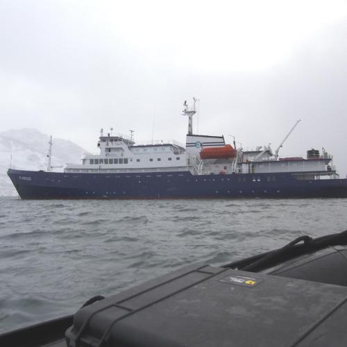 MS Plancius vor Spitzbergens Küste